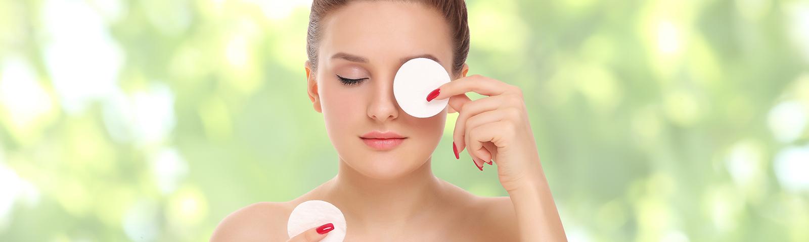 Pielęgnacja twarzy – domowe sposoby z wykorzystaniem płatków i patyczków